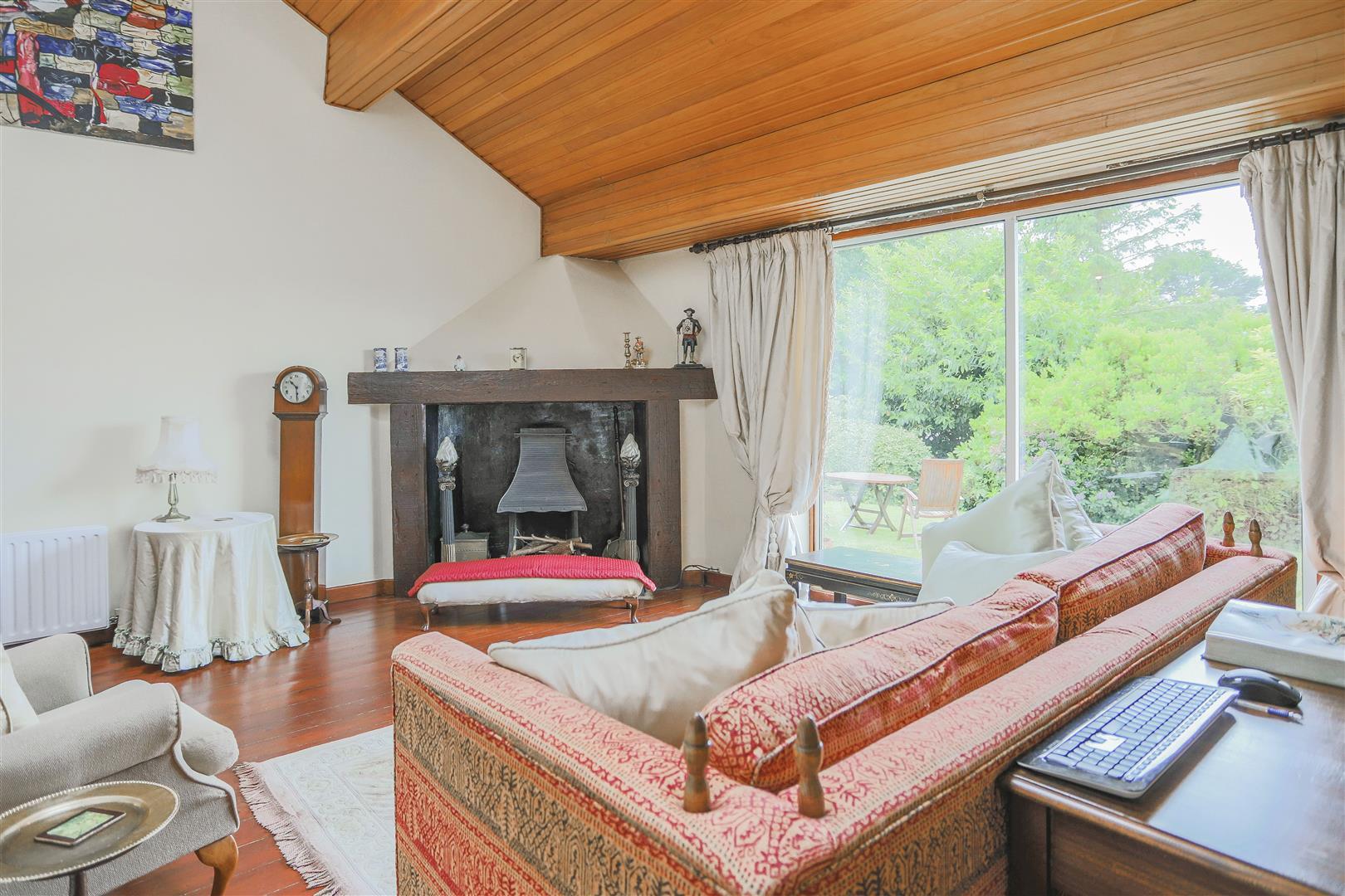 5 Bedroom Detached House For Sale - 26.JPG